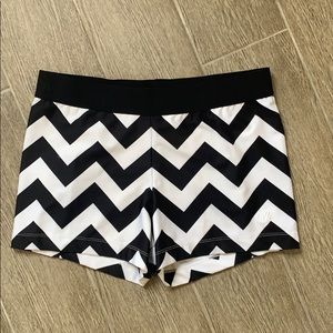 Varsity Fashion Chevron Motionflex shorts XL